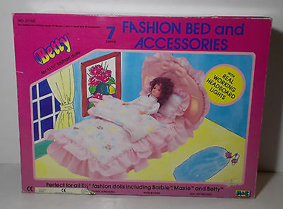 VTG 80s BETTY TEEN DOLL M&C FASHION BED AND ACCESSORIES NEW IN BOX FERNITURE