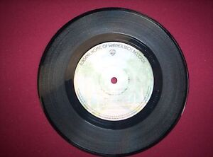 ALICE-COOPER-7-inch-vinyl-single-ITS-HOT-TONIGHT