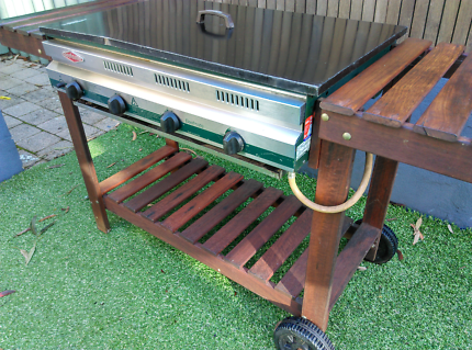 Beefnaster Four Burner BBQ in good condition