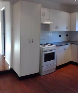2ND HAND U-shaped kitchen for sale Fennell Bay Lake Macquarie Area Preview
