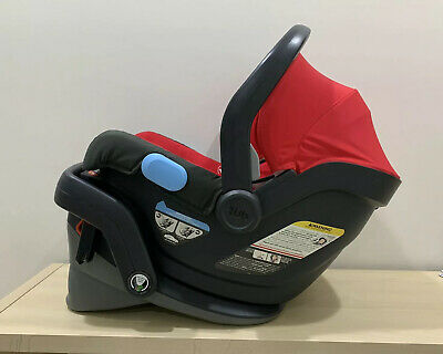 uppababy Mesa car seat with base. Great Condition. Weight: 4-35lb.