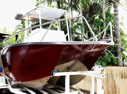 Cairns Custom Craft Tri Hull Aluminium Recreational Boat 5.5m
