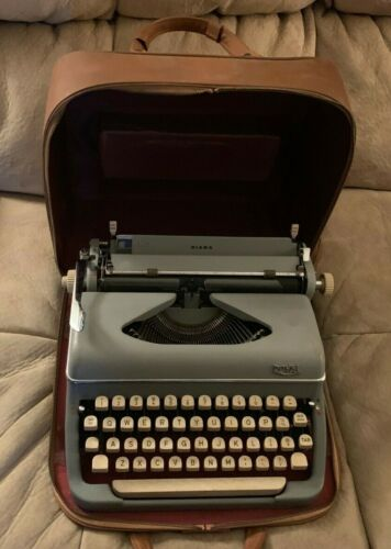 Royal Diana Vintage Grey Typewriter DTE10900 With Leather Carrying Case RARE