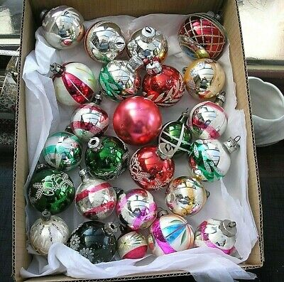 25   VINTAGE CHRISTMAS  GLASS BAUBLES  BETWEEN 7 - 4 cm