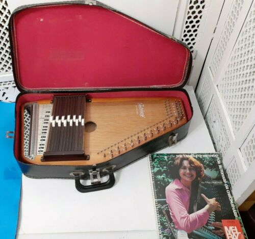 OSCAR SCHMIDT AUTOHARP WITH HARD CASE AND BOOK