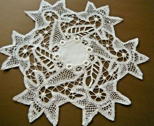 Edwardian doily hand stitch floral motives tape lace with linen center