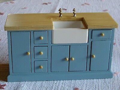 Küchenspüle in der Farbe blau und Holzarbeitsplatte  - Miniatur 1:12