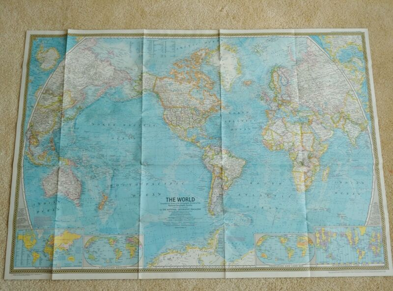 VINTAGE LOT OF NATIONAL GEOGRAPHIC MAPS