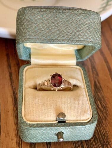 14k Gold GARNET Victorian Ring Riveted Ribbed Band Shoulders Bezel Set Antique