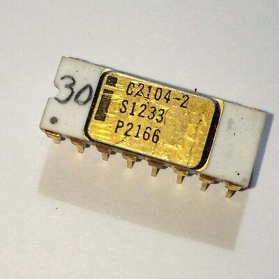 INTEL C2104-2 DYNAMIC MOS RAM 4K (4096 x 1) GOLD CERAMIC VINTAGE 1975 (4004 ERA)
