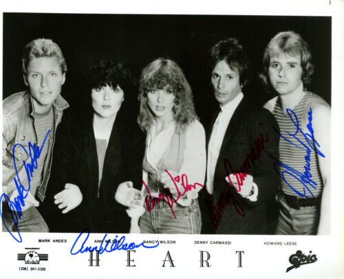 HEART PROMOTIONAL PHOTOGRAPH SIGNED BY ALL 5 BAND MEMBERS