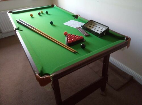 Snooker Table 6ft x 3ft. Great condition. Inc cues, balls, triangle, score board