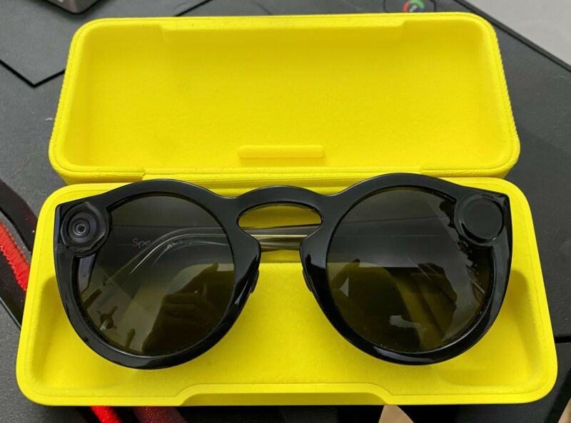 Snapchat Spectacles 2 w/ Carrying Case & Charging Cable & Light Cover