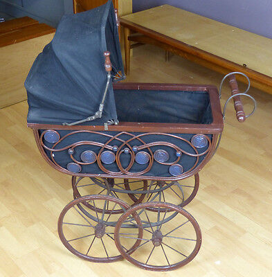 Puppenwagen braun schwarz ca. 1920er Metall / Holz / Flecht Elemente EV17-0402