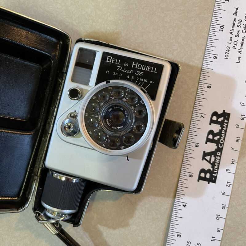 Vtg bell & howell dial 35 CAMERA excellent. Selling at a great price W/case