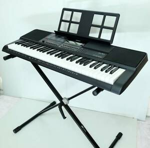 Casio CT-X700 Keyboard  with Stand - Near NEW