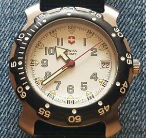 Gents Genuine Mid-sized Victorinox Swiss Army Watch