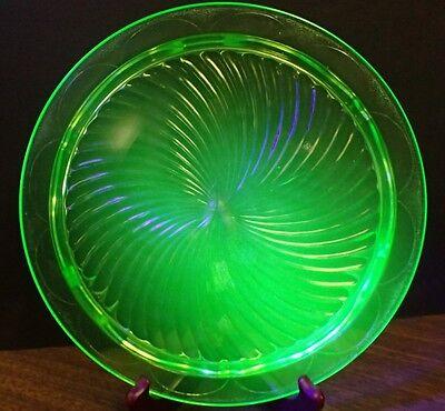 """VTG. 1930's Green Vaseline Uranium Glass Hocking Glass Co. """"Swirl"""" Cake Plate"""