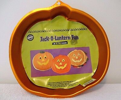 2004 Wilton JACK-O-LANTERN CAKE PAN Pumpkin HALLOWEEN Orange IRIDESCENTS - Halloween Jack O Lantern Cake