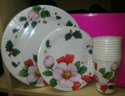 Set piatti e bicchieri di carta fiori e pungitopo feste natalizie cenone