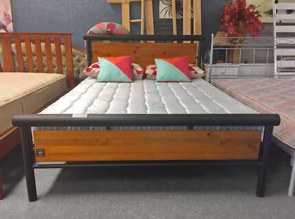 DELIVERY TODAY BEAUTIFUL STRONG MODERN Queen bed & mattress