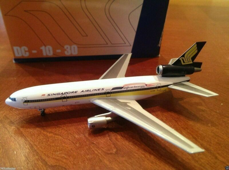 Dragon Wings Singapore Airlines DC-10-30 1:400 55175  California titles 9V-SDB