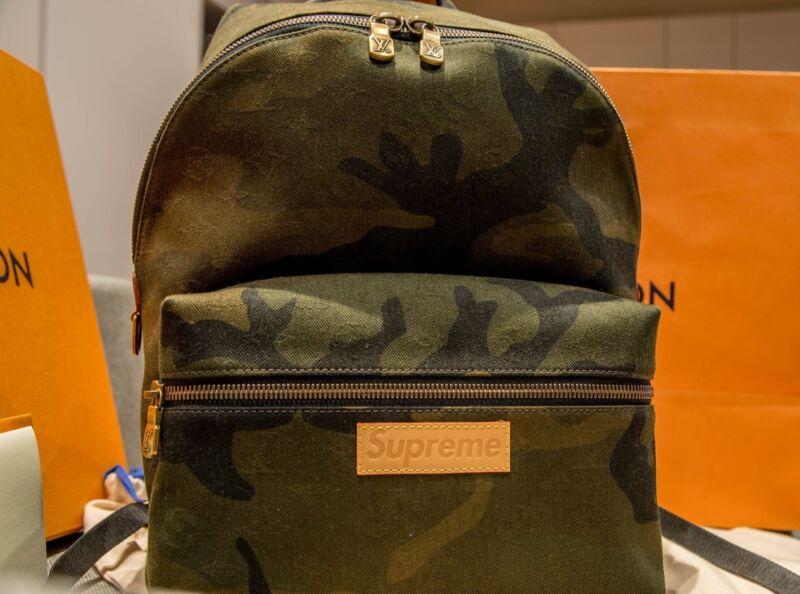 57f5cf502dbe Louis Vuitton x Supreme LV Apollo Camo Backpack Brand New