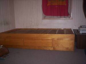 Timber Single bed with Study desk/hutch Woodenbong Tenterfield Area Preview