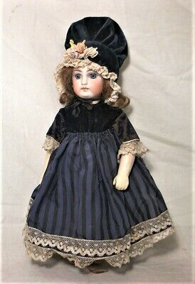 """ESTATE ANTIQUE FRENCH 10"""" BISQUE HEAD DOLL W/ FULLY JOINTED COMPOSITION BODY"""