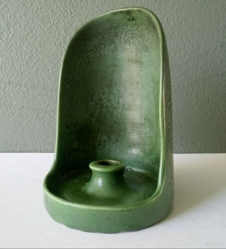 HAMPSHIRE MATTE GREEN ARTS & CRAFTS ART POTTERY CHAMBERSTICK CANDLE HOLDER