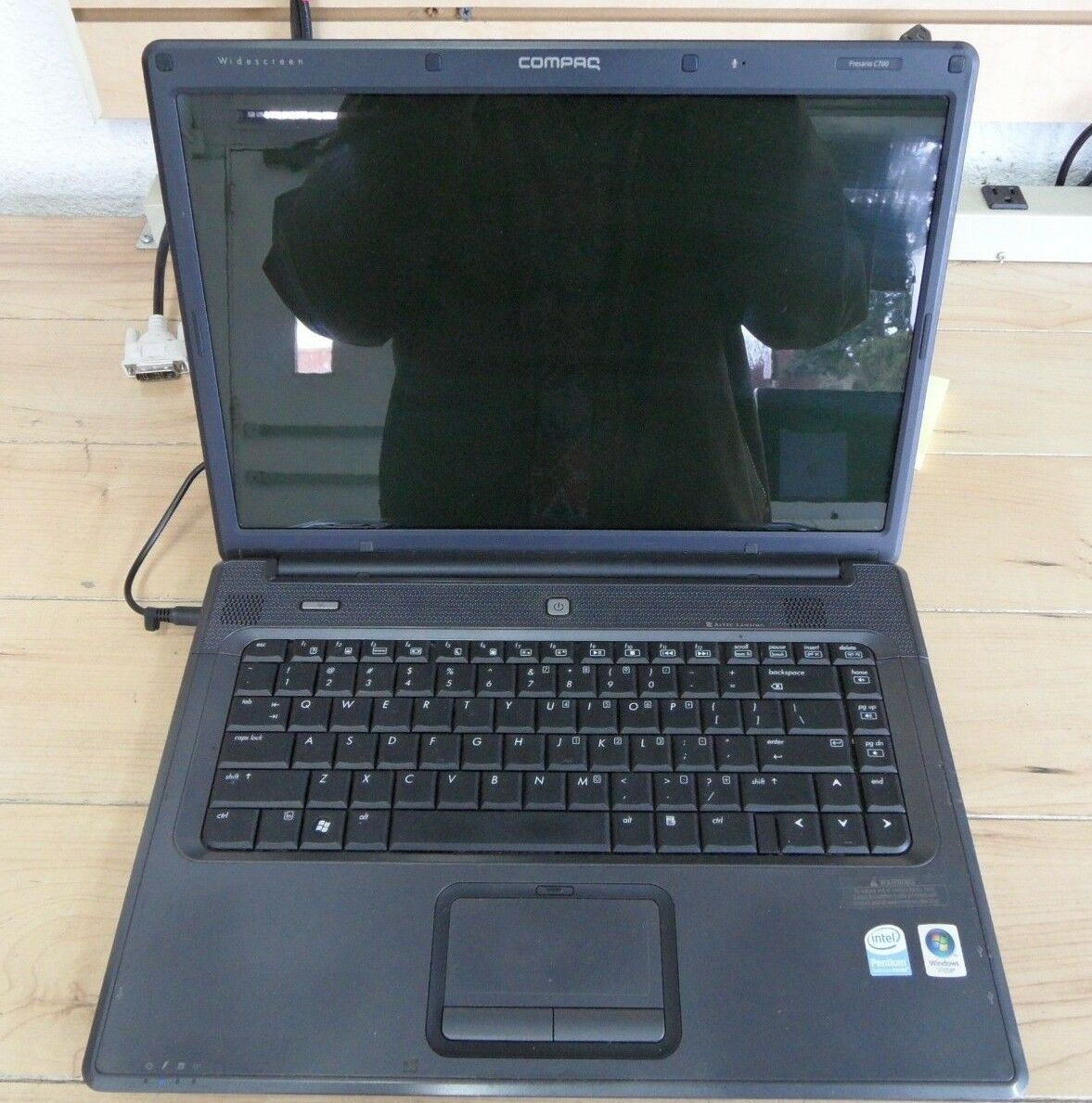 Compaq Presario C700 C715NR Parts Laptop No Hard Drive Booted When Tested