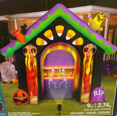 Halloween Gemmy Inflatable 9' Haunted House Flaming Skull Projector Airblown