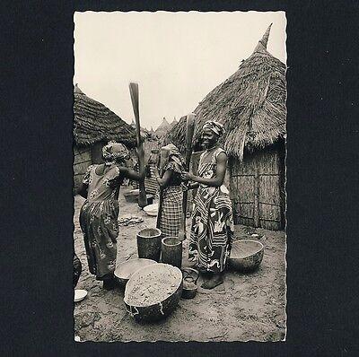 AFRICA MILLET POUNDING WOMEN FRAUEN STAMPFEN HIRSE VINTAGE 50S PHOTO PC