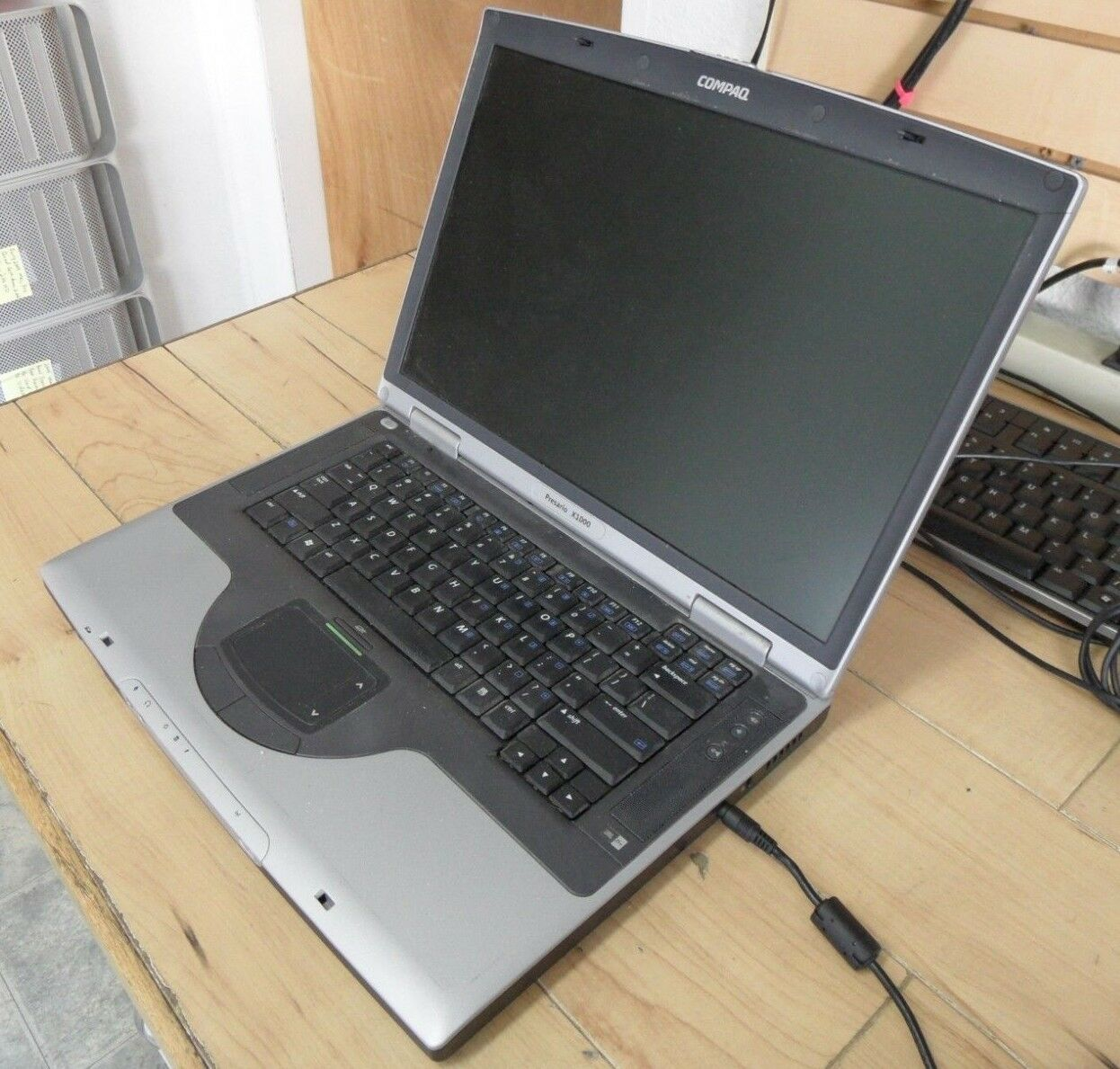Compaq Presario X1000 / PP2080 Laptop 4 Parts Booted Lubuntu Hard Drive Wiped *