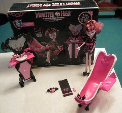 monster high Draculaura Powder Room Set with pet & exclusive doll Toys R us 6+