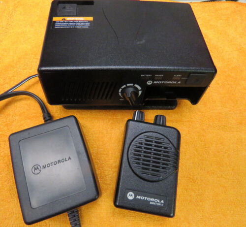 MOTOROLA MINITOR V PAGER 46.100 46.240 MHz 2-FREQ NSV w/ RLN5869C Amplified Base