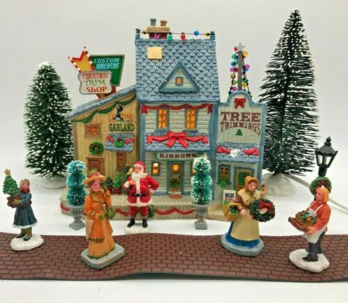 Lemax Village Collection 2009 Christmas & Trimming Store w/Accessories RARE