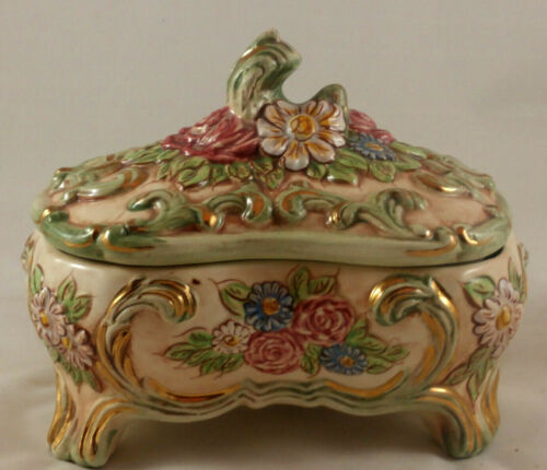 VINTAGE PORCELAIN FLORAL COVERED DISH WITH GOLD TRIM W/4 FEET