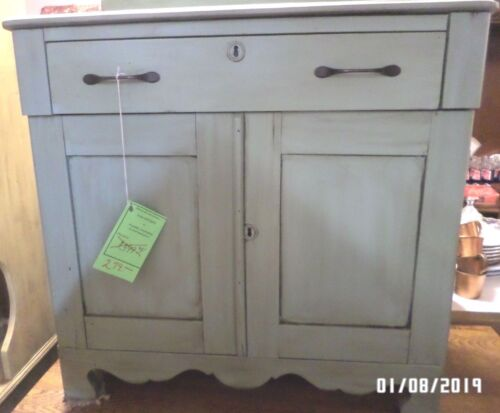 VINTAGE Chest (Washstand)