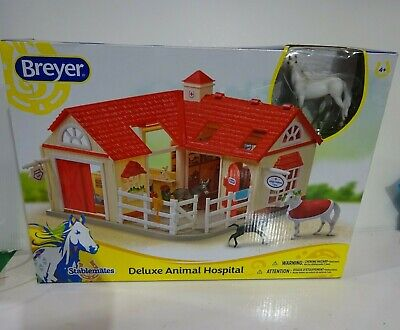 BREYER HORSE Stablemates DELUXE Animal Hospital Play Barn