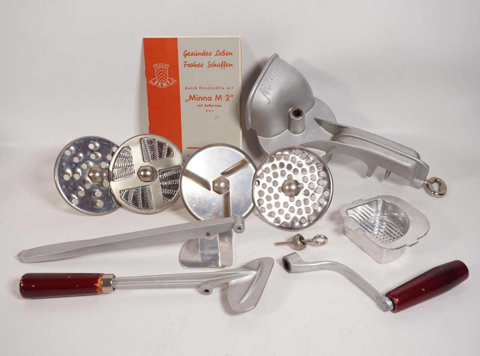 Vintage Minna M 2 manuelle Küchenmaschine Reibe DBP mit Anleitung + Zubehör