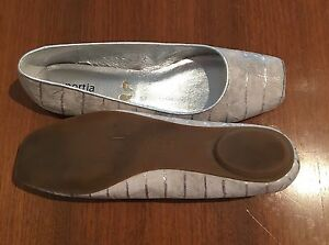 Brand new size 8 silver flats