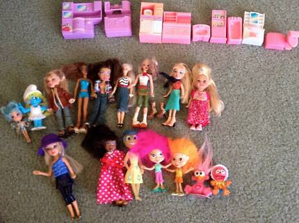 Small Dolls for dolls house and accessories