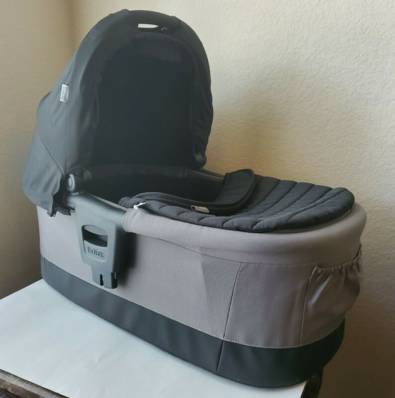 Britax Affinity Bassinet Gray/Black with Britax Bassinet Sun and Bug Cover