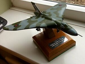 Detailed Diecast Model Avro Vulcan Bomber XH558 23cm Wing Span Solid Oak Stand