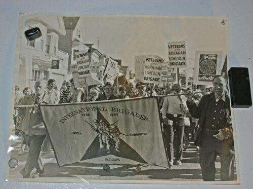 Original 8x10 B/W Photo-War March 11/6/1971-Abraham Lincoln Brigade w/Banner
