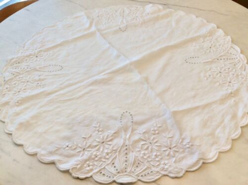 """Antique Broderie Anglaise Lace Daisies Round Table Cloth Topper 31"""""""