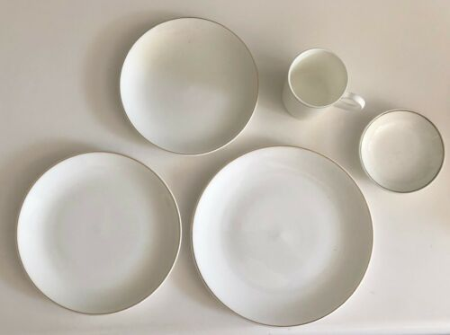 QANTAS Airlines 5-Piece Place Setting by Wedgwood