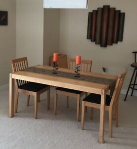 Modern Extendable Table & 4 Chairs