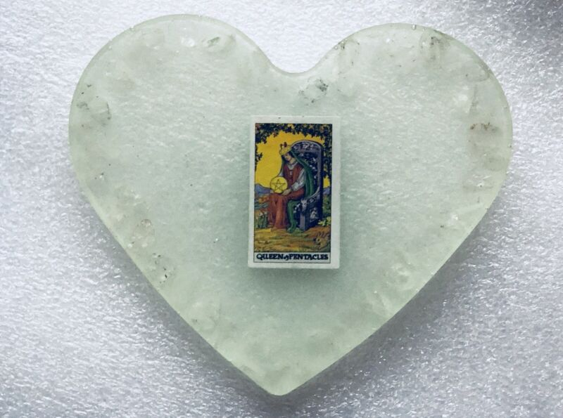 Counter Display Heart Shape Tarot Card SET Glow In The dark Crystals Citrine